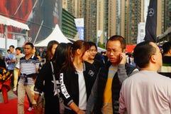 De nieuwe vakantie van de jaar` s Dag, Shenzhen auto toont scènelandschap, vele mensen het letten op Stock Foto