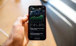 De nieuwe voorraden app van iphonexr met applcitaat royalty-vrije stock afbeelding