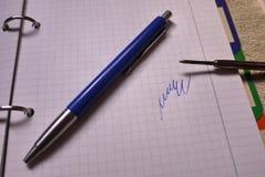 De nieuwe vulling van de gelpen het schrijven toebehoren Details en close-up stock fotografie