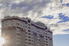 De nieuwe woningbouw met meerdere verdiepingen Royalty-vrije Stock Fotografie