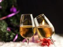 De Nieuwjaarchampagne in glazen Royalty-vrije Stock Foto's