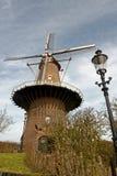 De Nijverheid Väderkvarn i Ravenstein, Nederländerna Royaltyfri Bild