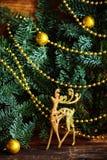 De Noël toujours la vie avec des globes et un rendeer d'or Images stock