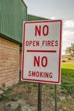 De no fumadores, ninguna muestra abierta de los fuegos foto de archivo libre de regalías