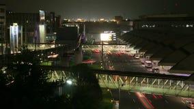 De noche en el aeropuerto/At night at the airport stock video