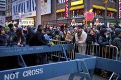 De Noche Vieja el Times Square de la muchedumbre Imágenes de archivo libres de regalías