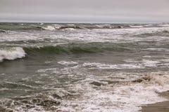 De Noordelijke kust van het Absheron-Schiereiland Mening van het Kaspische overzees in Januari Royalty-vrije Stock Afbeelding