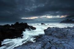 Stormachtige overzees in zuidoostenIJsland Stock Afbeeldingen