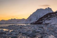 De noordpoolzon glanst Royalty-vrije Stock Afbeeldingen