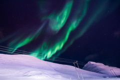 De nordliga ljusen i bergen av Svalbard, Longyearbyen, Spitsbergen, Norge tapet Royaltyfri Fotografi
