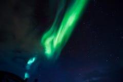 De nordliga ljusen i bergen av Svalbard, Longyearbyen, Spitsbergen, Norge tapet Arkivbild