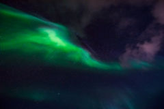 De nordliga ljusen i bergen av Svalbard, Longyearbyen, Spitsbergen, Norge tapet Arkivbilder