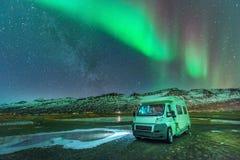 De nordliga ljusen (norrsken) som sett från Island Royaltyfri Foto