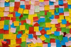 De nota's van de Colorfurpost-it met wensen voor ouderdag Royalty-vrije Stock Afbeelding
