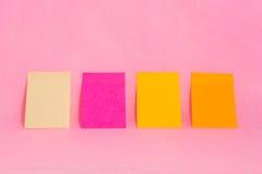 De nota's van de herinnering over het heldere kleurrijke document Stock Afbeeldingen