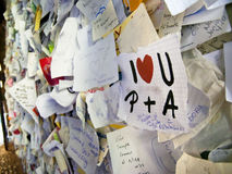 De nota's van de liefde in overwelfde galerij van Casa Di Giulietta Royalty-vrije Stock Fotografie