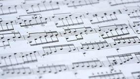 De nota's van de muziek op papier stock videobeelden