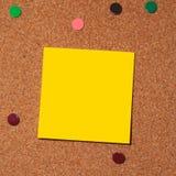 De nota van de post-it over cork Stock Fotografie