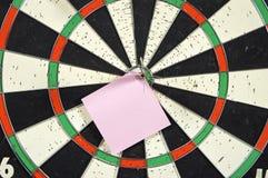 De nota van het document over dartboard stock foto