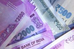 De nota van de de nieuwe Roepiemunt van Indiër 2000 en 500 Stock Foto's