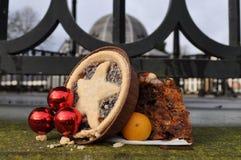 De notenfruit van de Kerstmiscake in openlucht Stock Afbeeldingen