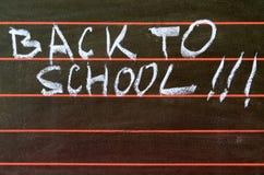 De nouveau à l'école écrite sur le tableau noir et l'abaque Images libres de droits