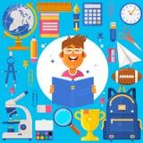 De nouveau à l'école Élève ou étudiant de sac Crayons d'accessoires de formation, stylos, carnets, règle, papeterie, manuels Photographie stock libre de droits
