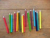 De nouveau à l'école avec l'ensemble de toute la couleur crayonnent Photo libre de droits