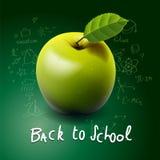 De nouveau à l'école, avec la pomme verte sur le bureau Images libres de droits
