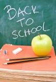 De nouveau à l'école avec les crayons, le caoutchouc et l'affûteuse Photo stock