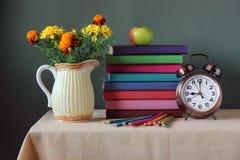 De nouveau à l'école 1er septembre, jour de la connaissance Le jour du ` s de professeur Image libre de droits