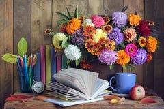 De nouveau à l'école 1er septembre, jour de la connaissance, teacher& x27 ; jour de s Images stock