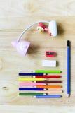 De nouveau à l'école Objets colorés de papeterie d'art de bureau et d'étude Photographie stock libre de droits