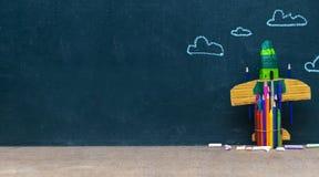 De nouveau au concept d'école avec la fusée de papier Image libre de droits