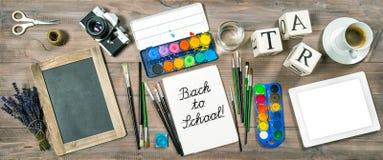 De nouveau au concept d'école Fournitures de bureau, péages et accessoires Photos stock