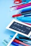 De nouveau au fond d'école dans des couleurs bleues, rouges et blanches Image libre de droits