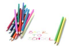 De nouveau au signe d'école avec des crayons Image libre de droits