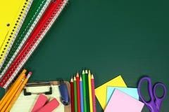 De nouveau aux articles d'école avec l'espace de copie Photos stock