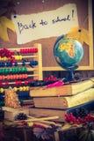 De nouveau aux cadeaux d'automne de fournitures scolaires d'école Images libres de droits