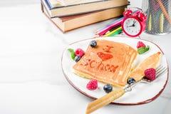 De nouveau aux crêpes de petit déjeuner d'école Image stock