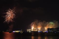 ` De nouvelle année s Ève à Dubaï, feux d'artifice Images stock