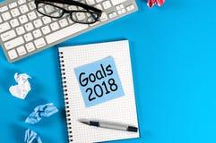 But de nouvelle année, texte sur le bloc-notes avec des accessoires de bureau Motivation d'affaires, concepts d'inspiration 2018  photos stock