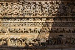 7 de novembro de 2014: Detalhe de uma parede do templo hindu em Udaipur, Ind Fotos de Stock Royalty Free
