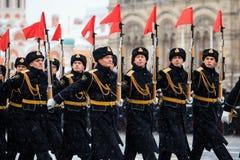 5 DE NOVEMBRO DE 2016: Ensaio de gala da parada, dedicado ao 7 de novembro de 1941 no quadrado vermelho em Moscou Fotografia de Stock