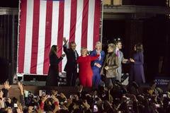 7 DE NOVEMBRO DE 2016, INDEPENDÊNCIA SALÃO, PHIL , PA - Hillary Clinton Holds Election Eve Get para fora a reunião do voto com Br Imagens de Stock Royalty Free