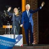 7 DE NOVEMBRO DE 2016, INDEPENDÊNCIA SALÃO, PHIL , PA - PHILADELPHFIA, PA - 7 DE NOVEMBRO: Presidente Bill Clinton e Chelsea Clin Imagem de Stock