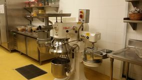 11 de novembro de 2016, Kuala Lumpur O equipamento moderno da cozinha do hotel Imagem de Stock Royalty Free