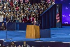 8 de novembro de 2016, o presidente de campanha para Hillary Clinton John Podesta fala a noite da eleição em Jacob K Centro de Ja Imagem de Stock