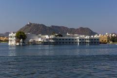 7 de novembro de 2014: Palácio do lago no lago Pichola, Udaipur, Índia Fotografia de Stock
