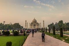 2 de novembro de 2014: Panorama dos jardins de Taj Mahal em A Fotos de Stock Royalty Free